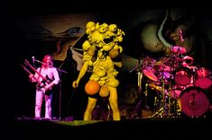 Genesis Band | Il 6 e 7 marzo del 1975 circa 20 mila fortunati videro Peter Gabriel ...