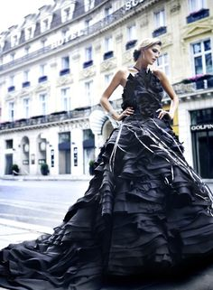 """Christian Dior, Haute Couture collection 2011 on the streets of Paris. Dior Haute Couture, Couture Mode, Couture Fashion, Foto Fashion, Fashion Moda, Fashion Week, Dior Fashion, 80s Fashion, Fashion Bloggers"