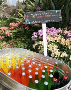 Quinceanera Party Planning – 5 Secrets For Having The Best Mexican Birthday Party Mexican Birthday Parties, Mexican Fiesta Party, Fiesta Theme Party, Taco Party, Mexican Snacks, Mexican Drinks, Mexican Desserts, Theme Parties, Mexican Party Decorations