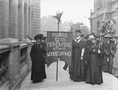 Women hold a banner which reads 'NUWSS 3270 Men of Dundee petition for women's suffrage'. The moderate National Union of Women's Suffrage Societies had a large membership. Universal Suffrage, Suffrage Movement, Online Scrapbook, Free Museums, London Museums, Dundee, Great Stories, World History, Vintage Beauty