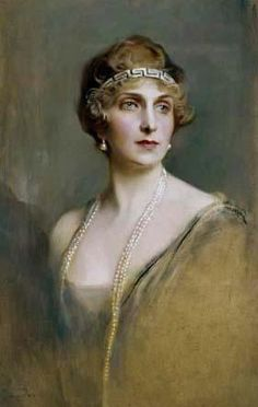 Queen Ena by de Laszlo 1920/1926 One source has this portait dated 1920, another 1926. Here the Queen wearing a portion of her mother's meander tiara as a bandeau.