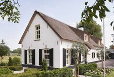 Dutch House, My House, Barn Renovation, Belgian Style, Thatched Roof, Farm Life, Building Design, Bungalow, Beautiful Homes