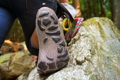 GoSt-Barefoots: The special features of the Paleos® concept over other minimal footwear or barefoot shoes, as well as an overview of current and future models of the PaleosBarefoots®. Barefoot Running, Fashion Shoes, Mens Fashion, Old Shoes, Chain Mail, Under The Stars, Survival Gear, Casual Sneakers, Hooded Sweatshirts