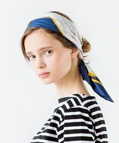 首にもバッグにもヘアアレンジにも! おしゃれなスカーフの使い方見本帳