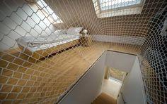 Eingespannt: Im Neubau in Ottweiler umgibt ein Netz den Treppenlauf.