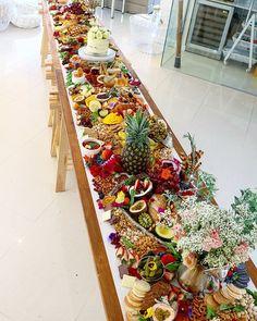 Top Ten Grazing Table to Groom Your Event Food Platters, Cheese Platters, Grazing Platter Ideas, Charcuterie And Cheese Board, Charcuterie Ideas, Breakfast Platter, Fruit Displays, Buffet Displays, Grazing Tables