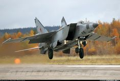 Mikoyan-Gurevich MiG-25RB aircraft picture