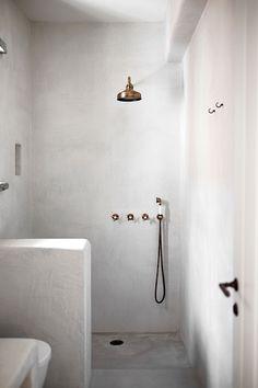 Home Decor Farmhouse Tadelakt Minimal Bathroom, Small Bathroom, Bathroom Taps, Bathroom Island, White Bathrooms, Modern Bathrooms, Luxury Bathrooms, Master Bathrooms, Dream Bathrooms