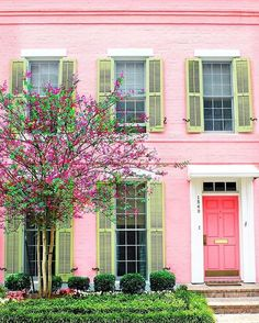 Oh New Orleans, pink looks awfully good on you. #SLHomes : @alysestudios