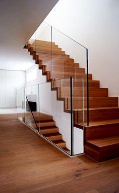 EFH Oberwil-Lieli : Moderner Flur, Diele & Treppenhaus von Füglistaller Brem Architekten AG
