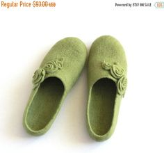 AUTUMN SALE Spring trend Women wool slippers olive by AgnesFelt
