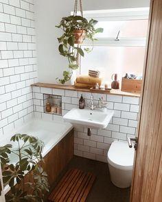 Small bathroom ideas, subway tiles, houseplants, wooden bath panel – Best Home Plants Wood Bathroom, Bathroom Interior, Bathroom Inspo, Bathroom Cabinets, Small Bathroom With Bath, Master Bathroom, Modern Bathroom, 1950s Bathroom, Bathroom Storage