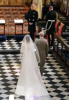 Prince Harry looks at his bride, Meghan Markle, as she arrived accompanied by Prince Charles, Prince of Wales during their wedding in St George's Chapel at Windsor Castle on May 2018 in Windsor, England. Royal Wedding Harry, Harry And Meghan Wedding, Royal Weddings, Royal Brides, Prince Harry Et Meghan, Princess Meghan, Prince Charles, Lady Diana, Meghan Markle Wedding Pictures