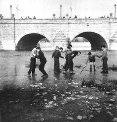 Niños en el río Manz