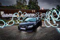 Ich habs ja nicht so mit Fahrzeugen. Normalerweise würde ich daher jetzt schreiben: ein schwarzes Auto mit Lightpainting drumherum. Ist ja auch nicht meins. Soviel zu meiner KFZ-Leidenschaft. Der Besitzer hat mir allerdings noch ein paar Details für euch an die Hand gegeben damit das hier nicht zu peinlich wird. Bitteschön: Audi A3 1.4 TFSI Ambiente BJ 2009 Farbe: Phantomschwarz Perleffekt Nun noch ein paar Details zu der für mich wichtigen Ausstattung: Olympus OM-D E-M1 mit dem 12-40mm…