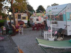 ~ vintage trailer park ~ The fenced in flamingos. Vintage Campers Trailers, Retro Campers, Vintage Caravans, Camper Trailers, Happy Campers, Rv Campers, Caravan Vintage, Vintage Motorhome, Classic Campers