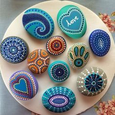 Source by The post DIY bemalte Steine, Steinkunst, painted Rocks. Rock Painting Patterns, Dot Art Painting, Rock Painting Designs, Mandala Painting, Pebble Painting, Pebble Art, Stone Painting, Painting Flowers, Abstract Art