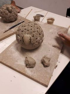 Most current Photos Slab Pottery teapot Tips Turn into a teapot & teacups Slab Pottery, Ceramic Pottery, Pottery Art, Ceramic Art, Clay Art Projects, Ceramics Projects, Pottery Handbuilding, Pottery Videos, Pottery Animals