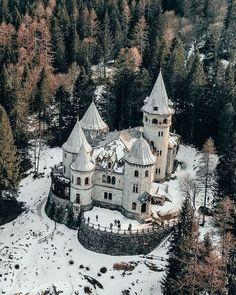Gothic Castle, Medieval Castle, Castle Ruins, Castle House, Amazing Buildings, Amazing Architecture, Beautiful Castles, Beautiful Places, Neuschwanstein Castle