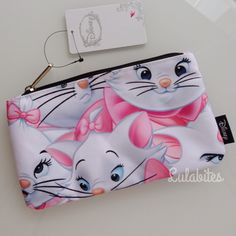 Disney's The Aristocats Marie case. Use it for make up or as a pencil case. Materials is canvas with screen art. Zip closure with metal Loungefly zip pull fully lined. *Please note: Each piece is uniq Disney Cats, Old Disney, Disney Style, Disney Love, Disney Magic, Disney Pixar, Aristocats Party, Marie Aristocats, Disney Merchandise