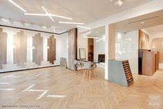 Showroom Carrésol - Paris 17ème Showroom Interior Design, Tile Showroom, Exhibition Stall Design, Flooring Shops, Doors And Floors, Stand Design, Modern Kitchen Design, Office Interiors, Tai Ping