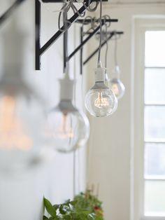 SEKOND pendel | IKEA IKEAnl IKEAnederland designdroom woonkamer kamer inspiratie wooninspiratie interieur wooninterieur lamp verlichting led-lamp led-verlichting led decoratie decoratief accessoire accessoires wit