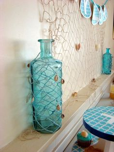 Neat idea to do with a glass bottle... future bathroom decorated in beach theme :)