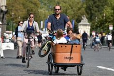 Car-free day in Paris and Brussels – in pictures Sustainable Transport, Sustainable City, Free Day, Baby Strollers, Transportation, Paris, Children, Baby Prams, Young Children
