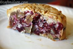 Cranberry and Nut Mooncake -- really good idea using dried fruit and nut for a more nutritious filling. Leave out eggwash or replace with a besan wash (dissolve some chickpea flour in water). Great Recipes, Whole Food Recipes, Dessert Recipes, Favorite Recipes, Asian Desserts, Mini Desserts, Moon Food, Cake Festival, Fall Cakes