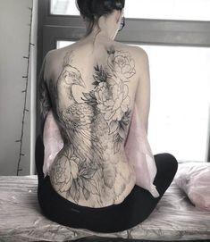 Back tattoos of a woman; Little p… - Best Tattoos Pfau Tattoo, Tattoo Femeninos, Backpiece Tattoo, Tattoo Moon, Irezumi Tattoos, Tiny Tattoo, Tattoo Fonts, Tattoo Quotes, Back Tattoo Women Full