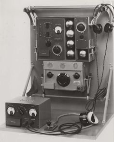 Aircraft communication transmitter and receiver equipment produced by STC, 1932. IET Archives NAEST 211/02/05/12 B.9972
