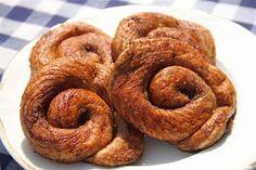 Recipe for Dutch Bolus Dutch Recipes, Bread Recipes, Cake Recipes, Typical Dutch Food, Tapas, Sticky Buns, Fusion Food, Monkey Bread, Onion Rings