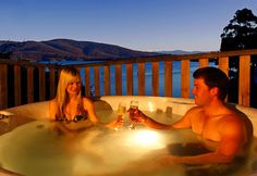 Hot Tub under the stars, Driftwood Cottages, Tasmania's Huon Valley