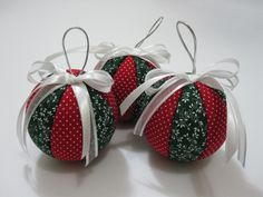 http://arteeafins.files.wordpress.com/2010/10/patchwork-isopor-bola-natal.jpg
