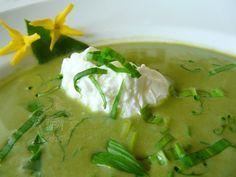Zelená polievka s vajíčkovým batôžkom