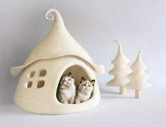 Cat Cave, Christmas Makes, Felt Christmas, Felt Cat, Cat Furniture, Gifts For Pet Lovers, Freundlich, Sheep Wool, Etsy Seller