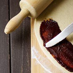 Skořicoví šneci Kanelbullar - recept krok 3 Korn, Garlic Press, Rolling Pin, Rolls, Buns, Bread Rolls