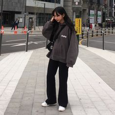Edgy Outfits, Korean Outfits, Girl Outfits, Fashion Outfits, Fashion Trends, Streetwear Mode, Streetwear Fashion, Korean Street Fashion, Asian Fashion