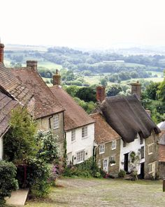 Cottages, Gold Hill in Shaftesbury, Dorset, England English Country Cottages, English Village, Country Houses, Gold Hill Shaftesbury, British Countryside, Countryside Homes, Countryside Village, England And Scotland, Dorset England
