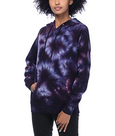 Comfort and style are rolled into one with the Tera multi colored tie dye hoodie for girls from Zine. This 100% cotton hoodie has a comfortable fleece lining for warmth and a tie dye pattern throughout in deep purple and indigo for retro styling.