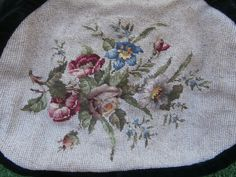 http://www.ebay.fr/itm/BRODERIE-PETITS-POINTS-XVIIIe-TRES-FINS-bouquet-de-fleurs-/152143378082?hash=item236c73b6a2:g:0AkAAOSwMmBVyKre