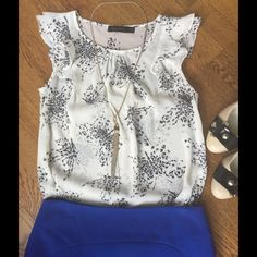 The Limited Butterfly Blouse Off white and black flutter sleeve blouse. Has imagines of butterflies in the print (although I never noticed this until I started taking pictures of it, lol). EUC.  This listing is for the Shirt only, no additional accessories. The Limited Tops Blouses