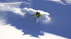 """Heliski dans les Pyrénées: une touche sexy...La base Heliski est située à Vielha à 1000 mètres d'altitude dans le Val d'Aran en Espagne. Cette vallée autonome se trouve au centre des Pyrénées sur son versant nord. La réputation du Val d'Aran et de sa station de ski Baqueira n'est plus à faire, on l'appelle d'ailleurs """"la station du roi d'Espagne"""". L'opération bénéficie d'un territoire exclusif de plus de 400 km2 entre 3 000 et 1 500 mètres d'altitude sans aucune restriction de déposes pour…"""
