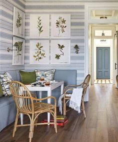 Heather Chadduck Interiors David Hillegas Birmingham Alabama 2019 Southern Living Idea House Beautiful Flower magazine blue and white traditional style Southern Living Magazine, Southern Living Homes, Gracie Wallpaper, Sleeping Porch, Dining Nook, Banquette Dining, Lounge Areas, Elle Decor, Porch Decorating