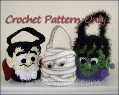 Halloween Treat Bags Crochet Pattern by YarnovationsShop on Etsy Halloween Taschen, Halloween Crochet Patterns, Halloween Treat Bags, Halloween Buckets, Holiday Crochet, Crochet Fall, Trick Or Treat Bags, Cute Crochet, Monster