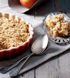 Maak deze gezonde appelcrumble als verwennerij in het weekend. Binnen 5 minuten staat dit appel recept in de oven en ontstaat er een lekkere appeltaartgeur.