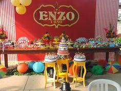 Quem esta a procura de ideias para Festa Circo??Tenho certeza que aqui vocês vão encontrar lindas ideias.Imagens do Facebook Erica Vitti SOS Festas Decoração.Lindas ideias e muita inspiração....