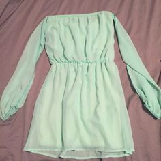 Cute TOBI Off the Shoulder Mint Dress Great for day or night time because it can be easily styled for any occasion. Sita off the shoulder with flowy sleeves and elastic at the wrists. Tobi Dresses
