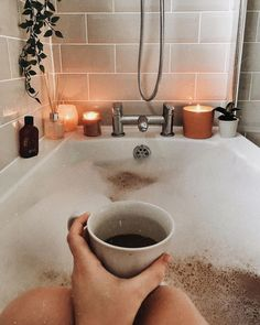 inspired bath time, relaxing bubble bath, relaxing bath, relaxing bath ideas, what to do while takin Entspannendes Bad, Autumn Aesthetic, Cosy Aesthetic, Summer Aesthetic, Relaxing Bath, Bath Time, Taking Pictures, Home Design, My Room