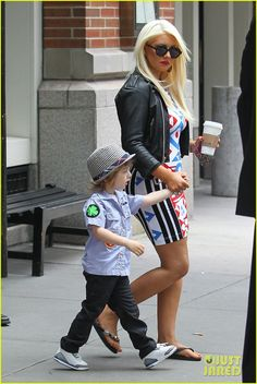 Christina Aguilera in leather and flip flops... love it.